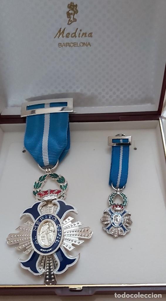 CONJUNTO CRUZ Y MINIATURA ORDEN MERITO CIVIL EN METAL Y ESMALTE AL FUEGO (Militar - Reproducciones y Réplicas de Medallas )