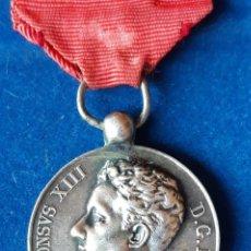 Militaria: MEDALLA CONMEMORATIVA MAYORIA EDAD ALFONSO XIII PLATA - 1902. Lote 224469421