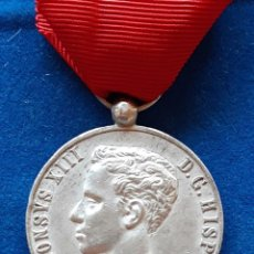 Militaria: MEDALLA CONMEMORATIVA MAYORIA EDAD ALFONSO XIII PLATA - 1902. Lote 224495891