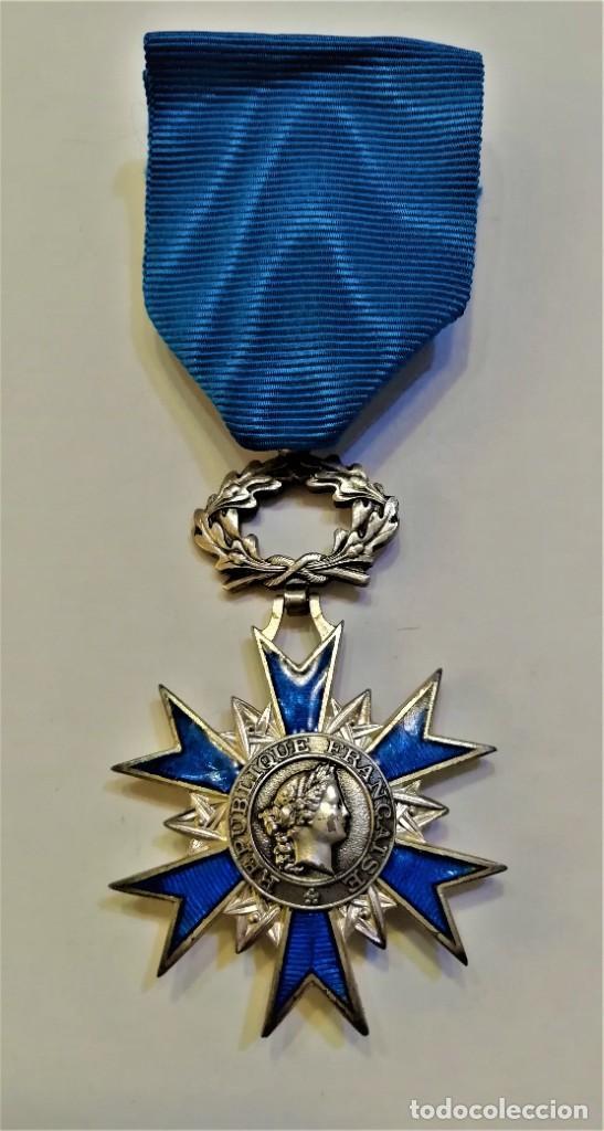 Militaria: Francia-Orden Nacional de Merito-Cruz de Caballero en plata y esmaltes, con su cinta original - Foto 4 - 224735790