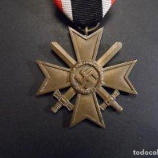 Militaria: CRUZ AL MERITO DE GUERRA CON ESPADAS 2ª CLASE. MARCADO 5 ??. AÑOS 1939-45. Lote 224784043