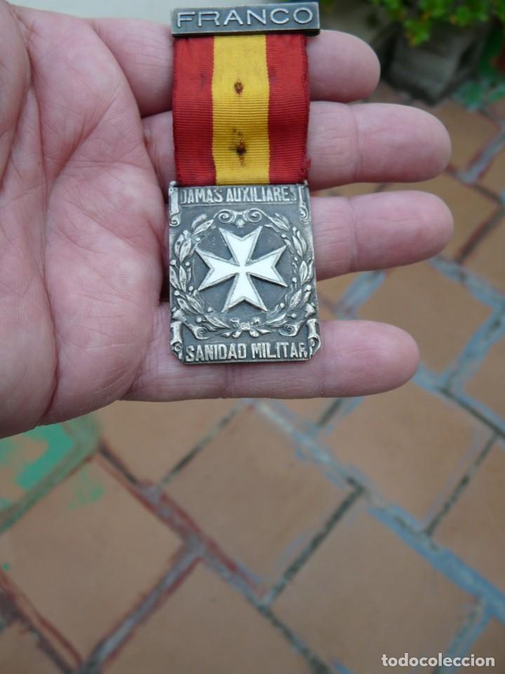 MEDALLA DAMAS AUXILIARES SANIDAD MILITAR - PRENDEDOR FRANCO (Militar - Medallas Españolas Originales )