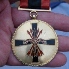 Militaria: MEDALLA ORDEN IMPERIAL DEL YUGO Y FLECHA - PLATA DORADA. Lote 226642777