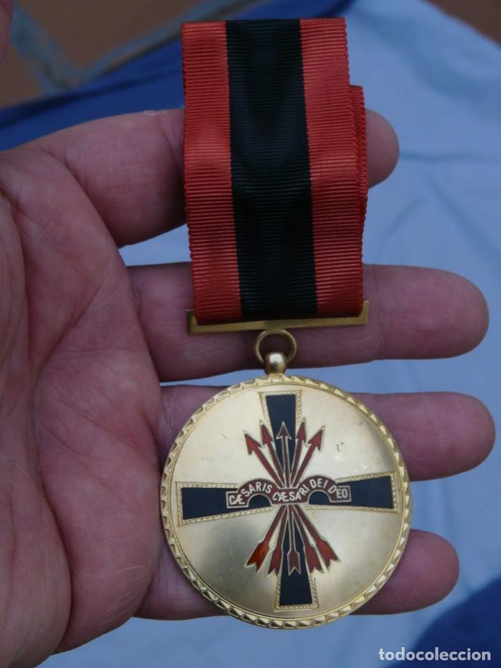 Militaria: MEDALLA ORDEN IMPERIAL DEL YUGO Y FLECHA - PLATA DORADA - Foto 2 - 226642777