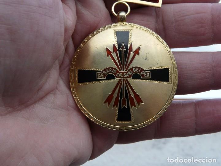 Militaria: MEDALLA ORDEN IMPERIAL DEL YUGO Y FLECHA - PLATA DORADA - Foto 3 - 226642777
