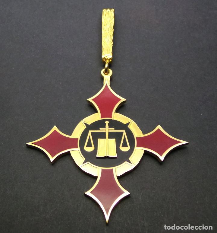 ENCOMIENDA DE ASOCIACIÓN INTERNACIONAL DE JUSTICIA MILITAR. AIJM. (Militar - Medallas Españolas Originales )