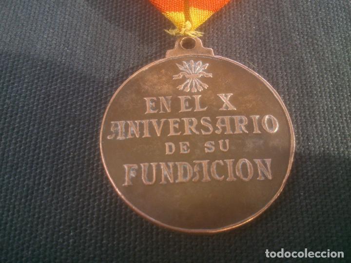 Militaria: Medalla española conmemorativa del 10º Aniversario de la Sección Femenina de Falange. 1944. Época - Foto 2 - 227782475