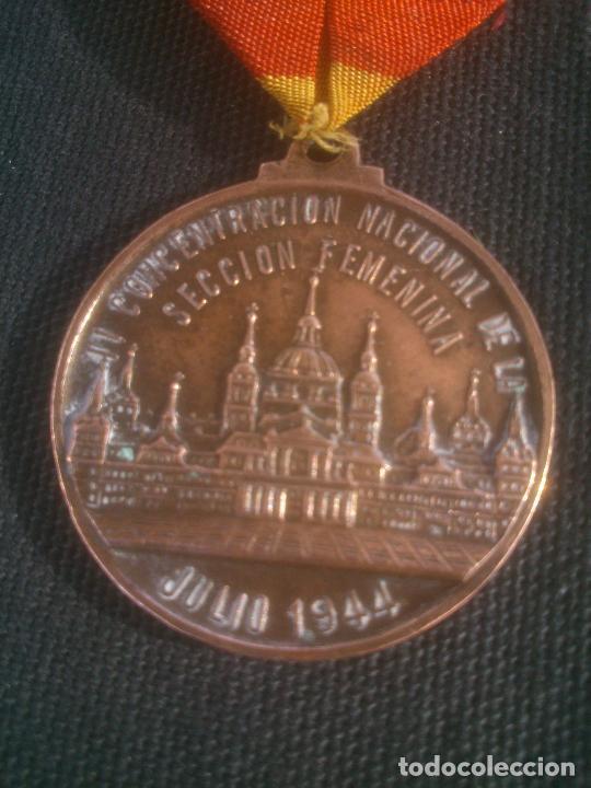 Militaria: Medalla española conmemorativa del 10º Aniversario de la Sección Femenina de Falange. 1944. Época - Foto 3 - 227782475