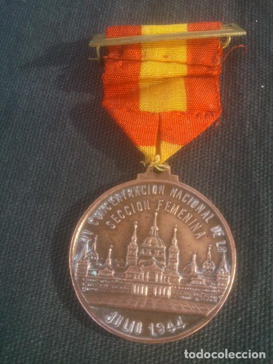 MEDALLA ESPAÑOLA CONMEMORATIVA DEL 10º ANIVERSARIO DE LA SECCIÓN FEMENINA DE FALANGE. 1944. ÉPOCA (Militar - Medallas Españolas Originales )