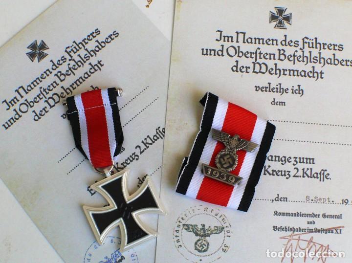 CRUZ DE HIERRO&DIE SPANGE ZUM EISERNEN KREUZ 2 KLASSE. TERCER REICH. NAZI. (Militar - Reproducciones y Réplicas de Medallas )