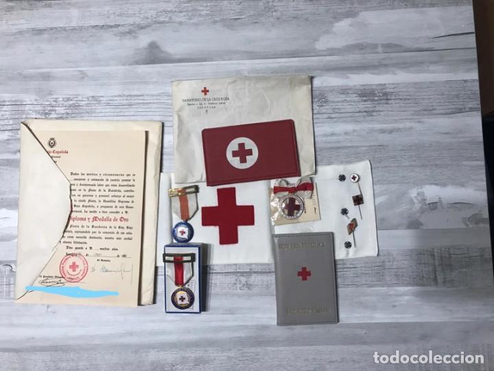 LOTE DE LA CRUZ ROJA - AÑOS 50 ORIGINAL - CONDECORACIONES - CARNET - BRAZALETE (Militar - Medallas Españolas Originales )