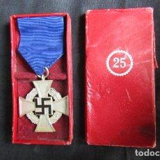 Militaria: CONDECORACIÓN MEDALLA ALEMANA 25 AÑOS DE SERVICIO III REICH ALEMÁN II GUERRA MUNDIAL CON SU ESTUCHE. Lote 230994485