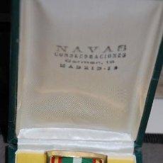 Militaria: MEDALLA CONDECORACION AL MERITO POLICIAL CON DISTINTIVO BLANCO. AÑOS 60 EPOCA DE FRANCO. Lote 232349925