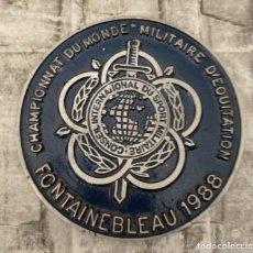Militaria: CAMPEONATO DEL MUNDO MILITAR DE EQUITACIÓN FONTAINEBLEAU 1988 15 CM SPORT MILITARES. Lote 233090295