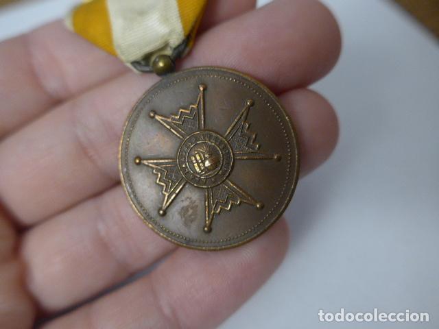 Militaria: Antigua medalla de bronce de isabel la catolica alfonsina, original, alfonso XIII. - Foto 2 - 234772810