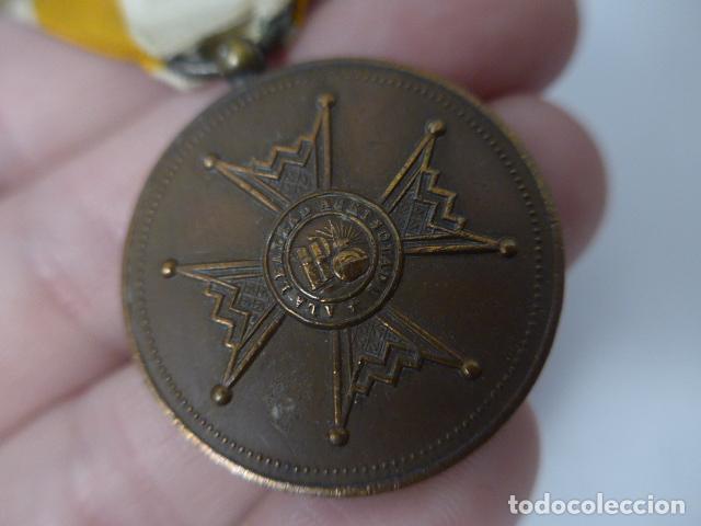 Militaria: Antigua medalla de bronce de isabel la catolica alfonsina, original, alfonso XIII. - Foto 3 - 234772810
