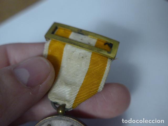 Militaria: Antigua medalla de bronce de isabel la catolica alfonsina, original, alfonso XIII. - Foto 4 - 234772810