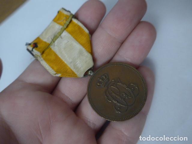 Militaria: Antigua medalla de bronce de isabel la catolica alfonsina, original, alfonso XIII. - Foto 5 - 234772810