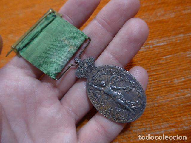 Militaria: Antigua medalla de marruecos con pasador Ceuta. Original, guerra de africa. - Foto 4 - 234808100