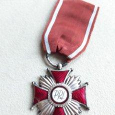 Militaria: WWII. POLONIA. CRUZ AL MÉRITO. SEGUNDA CATEGORÍA. MODELO 1923.. Lote 235098385