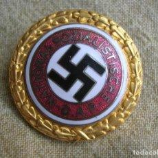 Militaria: INSIGNIA NUMERADA DEL PARTIDO NACIONALSOCIALISTA OBRERO ALEMÁN. NSDAP. GRAN TAMAÑO.. Lote 236691390