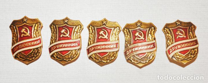 LOTE CINCO INSIGNIAS .VOLUNTARIO.MINISTERIO INTERIOS URSS (Militar - Medallas Internacionales Originales)