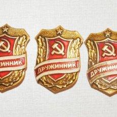 Militaria: LOTE CINCO INSIGNIAS .VOLUNTARIO.MINISTERIO INTERIOS URSS. Lote 237443900