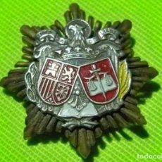 Militaria: ANTIGUA MINIATURA PARA SOLAPA PLACA PODER JUDICIAL , ÉPOCA FRANCO. Lote 240207490