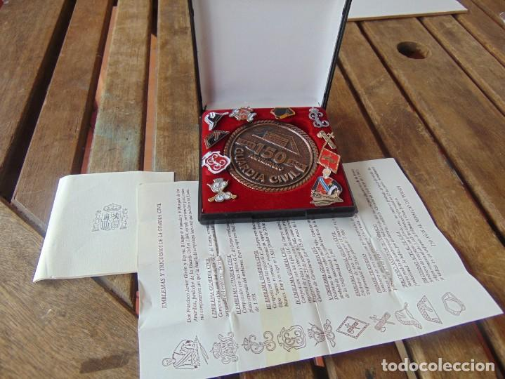 GUARDIA CIVIL 150 AÑOS AL SERVICIO DE TODOS MEDALLA EN CAJA Y PIN 1844 1994 (Militar - Medallas Españolas Originales )