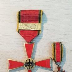 Militaria: CRUZ DE LA ORDEN AL MERITO DE LA REPUBLICA FEDERAL ALEMANA CON MINIATURA. Lote 241858590