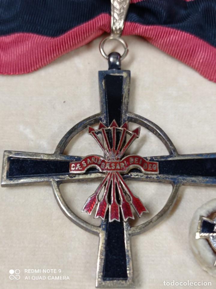 Militaria: Orden del Yugo y Flechas con miniatura - Foto 2 - 243389895