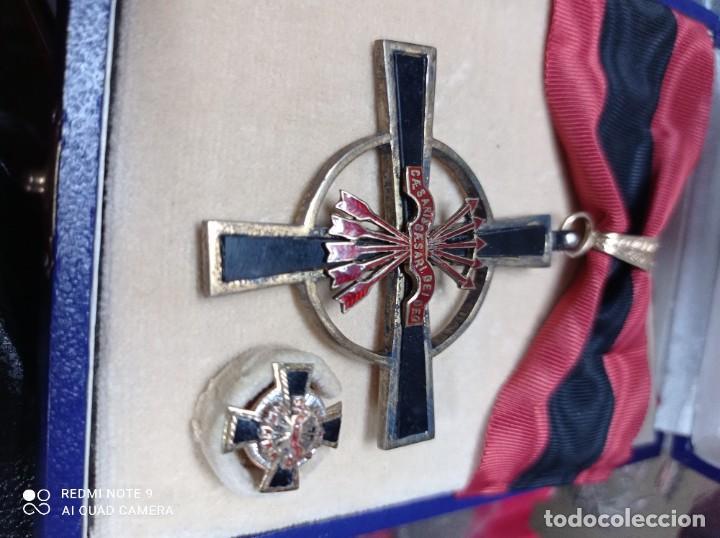 Militaria: Orden del Yugo y Flechas con miniatura - Foto 3 - 243389895