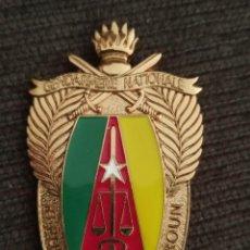 Militaria: PLACA INSIGNIA POLICIA REPUBLICA DE CAMERUN DISTINTIVO POLICIAL AFRICA. Lote 243925190