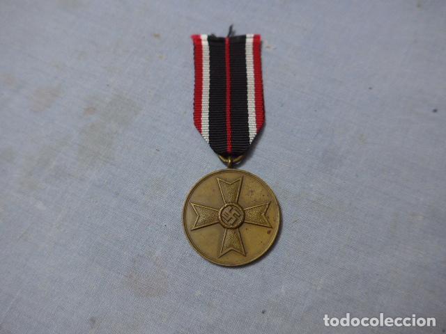 * ANTIGUA MEDALLA ALEMANA ORIGINAL, CRUZ DE GUERRA SIN ESPADAS, II GUERRA MUNDIAL. ALEMANIA. ZX (Militar - Medallas Internacionales Originales)
