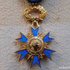 Militaria: FRANCIA. ORDEN NACIONAL DEL MÉRITO 1963 OFICIAL. PLATA DORADA. Lote 246947910