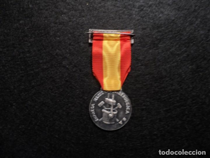 Militaria: MEDALLA XV AÑOS DE SERVICIO EMPRESA NACIONAL SIDERÚRGICA. SIGLO XX - Foto 4 - 248255050