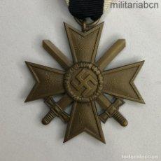 Militaria: ALEMANIA III REICH. CRUZ AL MÉRITO DE GUERRA. 2ª CLASE. 1939. CON ESPADAS. BUNTMETAL. KVK. Lote 248734290