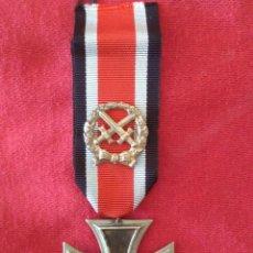 Militaria: CRUZ DE HIERRO DE SEGUNDA CLASE DE 1957 CON PASADOR DE HONOR. Lote 250312285
