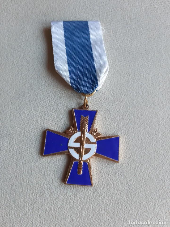 FINLANDIA. MEDALLA CRUZ AZUL. AL VALOR. (Militar - Medallas Internacionales Originales)