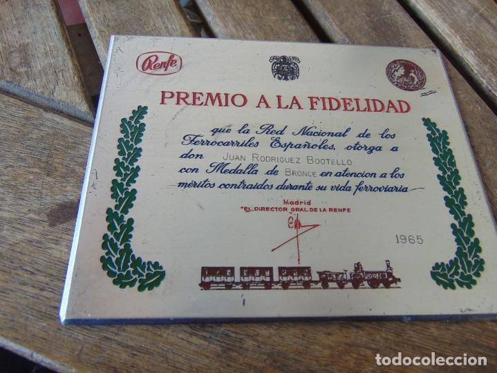 Militaria: MEDALLA, PLACA Y CAJA CATEGORÍA BRONCE AÑO 1965 RENFE RED NACIONAL DE FERROCARRILES ESPAÑOLES - Foto 4 - 252980945