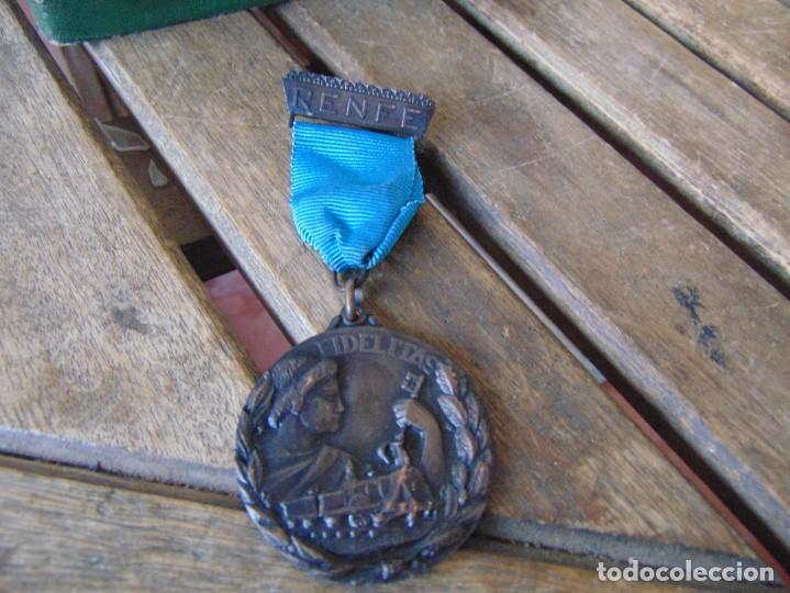 Militaria: MEDALLA, PLACA Y CAJA CATEGORÍA BRONCE AÑO 1965 RENFE RED NACIONAL DE FERROCARRILES ESPAÑOLES - Foto 13 - 252980945