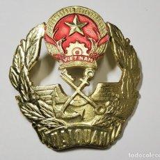 Militaria: DISTINTIVO DE GORRA DE OFICIAL DE ADUANAS DE LA MARINA DE GUERRA DE VIETNAM. Lote 253627570