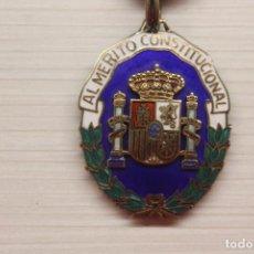 Militaria: MEDALLA AL MÉRITO CONSTITUCIONAL, PLATA DE LEY BAÑADA EN ORO, ESMALTES, 4X3,50 CM. Lote 255360285