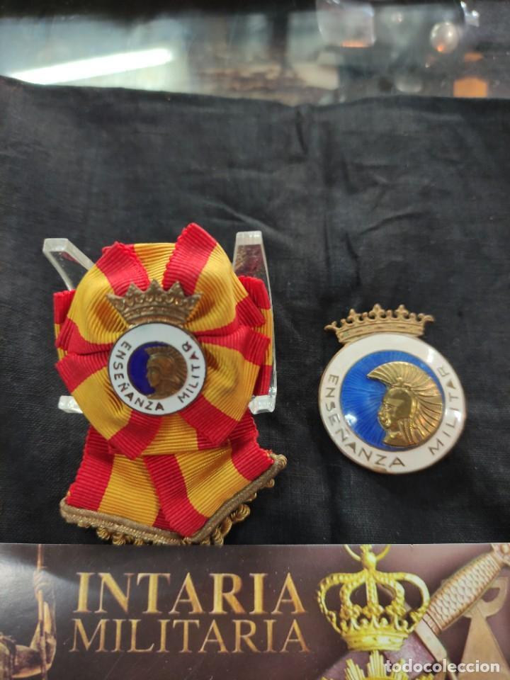 2 DISTINTIVO DE ENSEÑANZA MILITAR ESPAÑOLA (Militar - Medallas Españolas Originales )