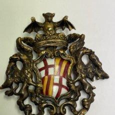 Militaria: *JOY-1612. COLGANTE / INSIGNIA DE BRONCE Y PORCELANA ESMALTADA. ESCUDO CIUDAD DE BARCELONA. S.XIX.. Lote 261549060