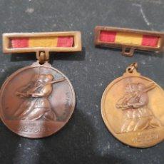 Militaria: PAREJA MEDALLAS, 18 JULIO 1936 ,ALZAMIENTO. 1 ABRIL VICTORIA+ DOS DESTINTIVOS. .. Lote 262054195
