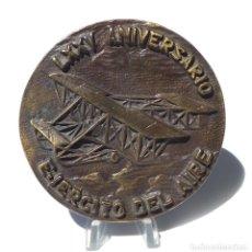 Militaria: LXXV ANIVERSARIO DEL EJÉRCITO DEL AIRE. 1913-1988. 10 CM DE DIÁMETRO.. Lote 264718429