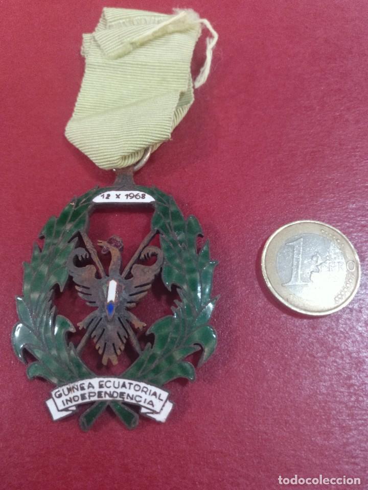 MEDALLA DE LA INDEPENDENCIA DE GUINEA ECUATORIAL (Militar - Medallas Españolas Originales )