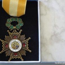 Militaria: MEDALLA MILITAR. REPRODUCCIÓN. ESPAÑA ORDEN DE ISABEL LA CATÓLICA A LA LEALTAD ACRISTOLADA. CON CAJA. Lote 268598794