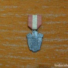 Militaria: ANTIGUA MEDALLA CON ESCUDO FRANQUISTA, UNA GRANDE Y LIBRE, MINISTERIO PREVISION, CATEGORIA PLATA.. Lote 269495743